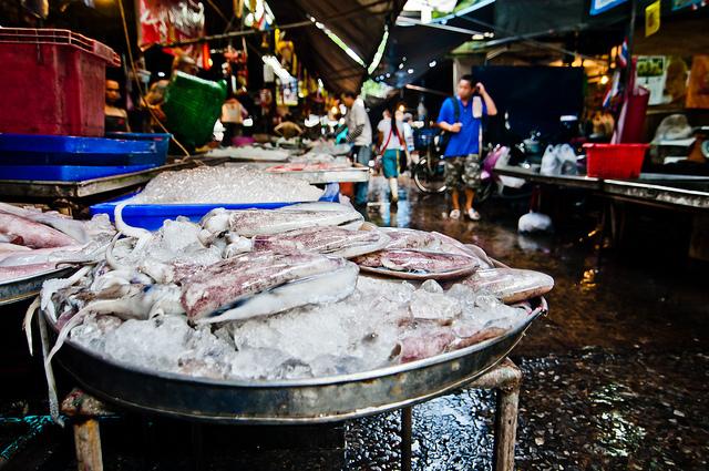 Khlong Toey Fresh Market (ตลาดคลองเตย)