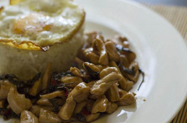 Poulet au basilic - Kaprao Gai ผัดกระเพราไก่